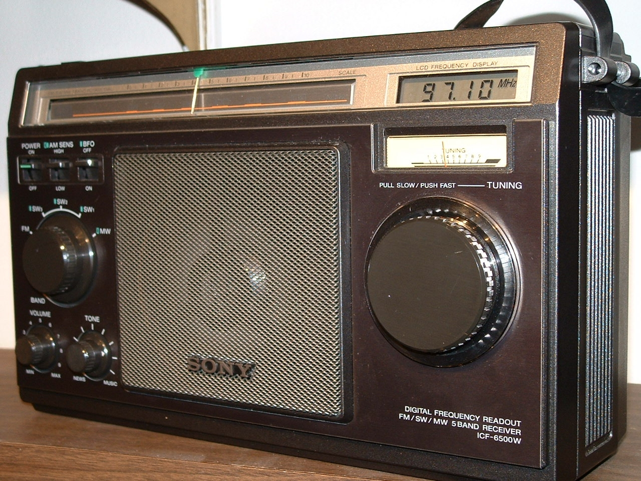 sony radio. sony 6500 like new, w/pwr supply!! radio